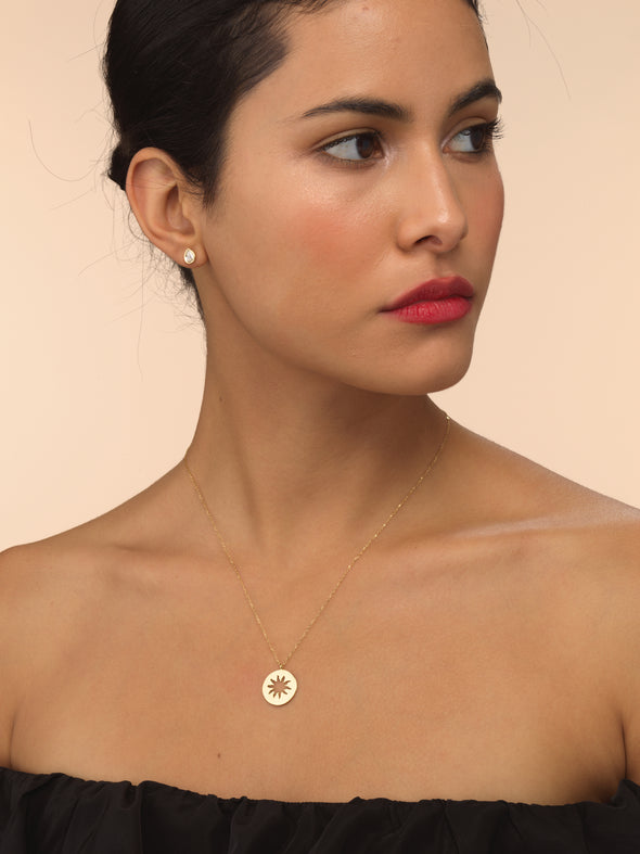 Model wearing small sun beam necklace.