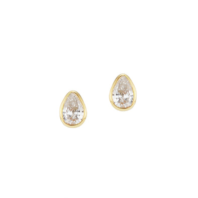 Diamond stud earrings set in 18k gold