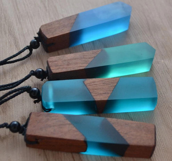 Leanzni Vintage Wood Resin Pendant Necklace