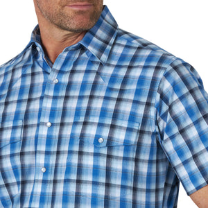 Men's Wrangler Wrinkle Resistant Blue Plaid Short Sleeve Shirt