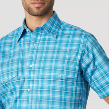 Load image into Gallery viewer, Men's Wrangler Wrinkle Resistant Turquoise Plaid Short Sleeve Shirt