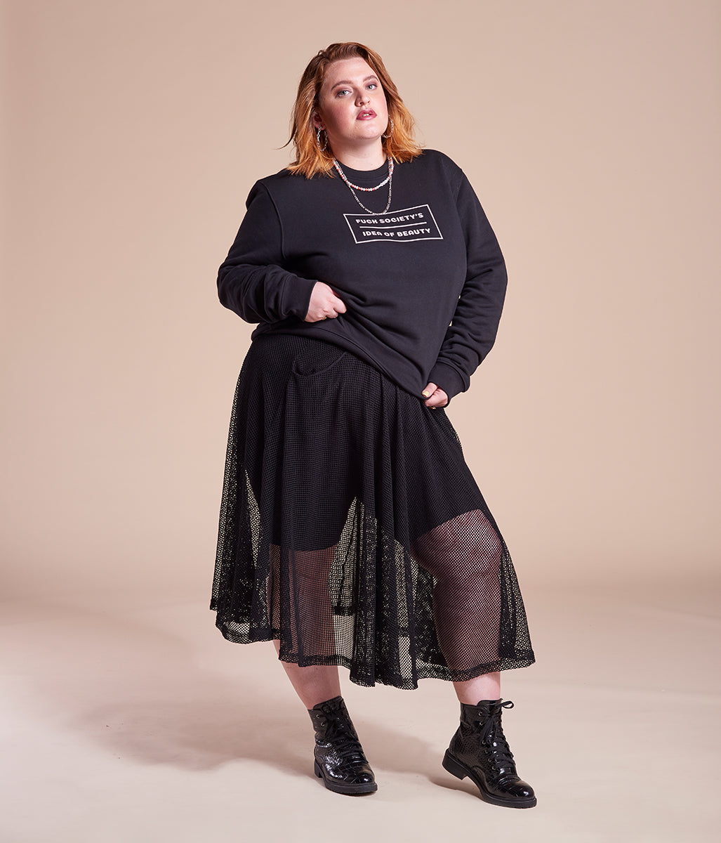 Laden Sie das Bild in den Galerie-Viewer, Favie Curvy Fashion nachhaltiges Sweatshirt Statement Fuck Society's Idea schwarz Plus Size Vorderansicht