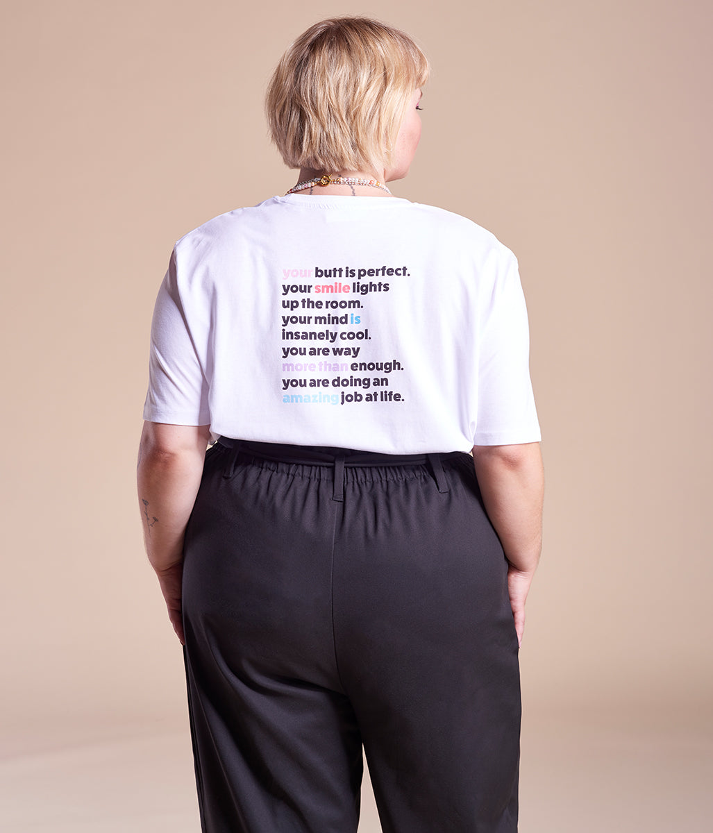 Laden Sie das Bild in den Galerie-Viewer, Favie Curvy Fashion Astra Signature Paperbag-Hose schwarz Plus Size Rückansicht