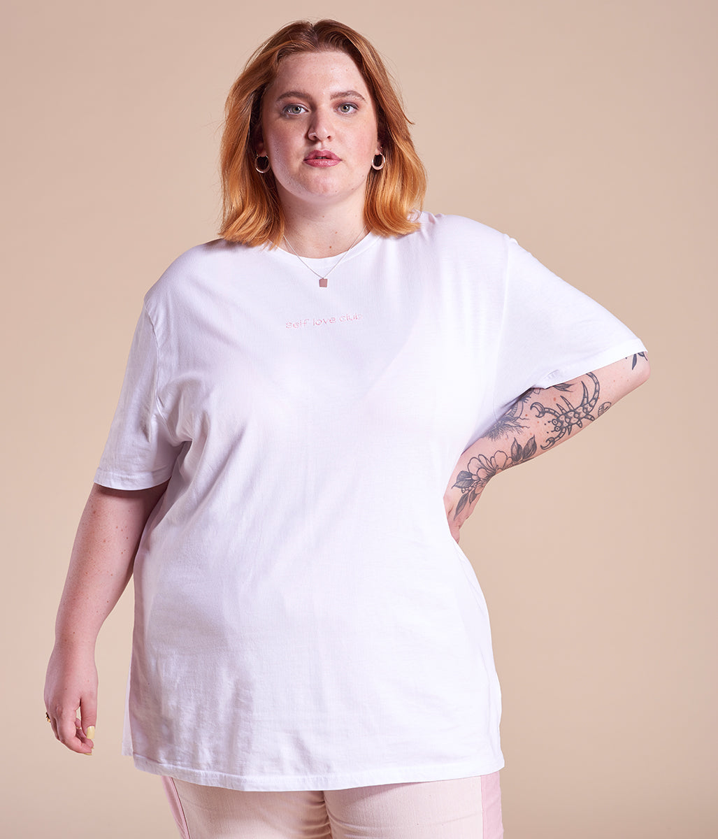 Laden Sie das Bild in den Galerie-Viewer, Favie Curvy Fashion Nosame T-Shirt Selbst designen Customizer Plus Size Stickerei Vorderansicht