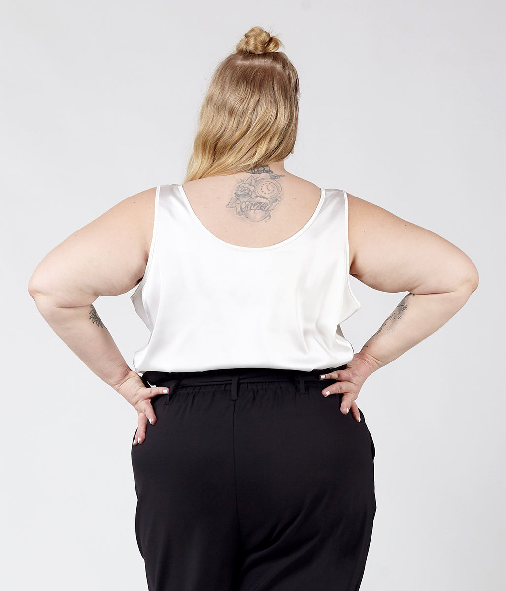 Laden Sie das Bild in den Galerie-Viewer, Favie Curvy Fashion Astra Signature Tank-Top Rückansicht