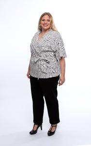 Favie Curvy Fashion Bluse Wickeloptik Seite