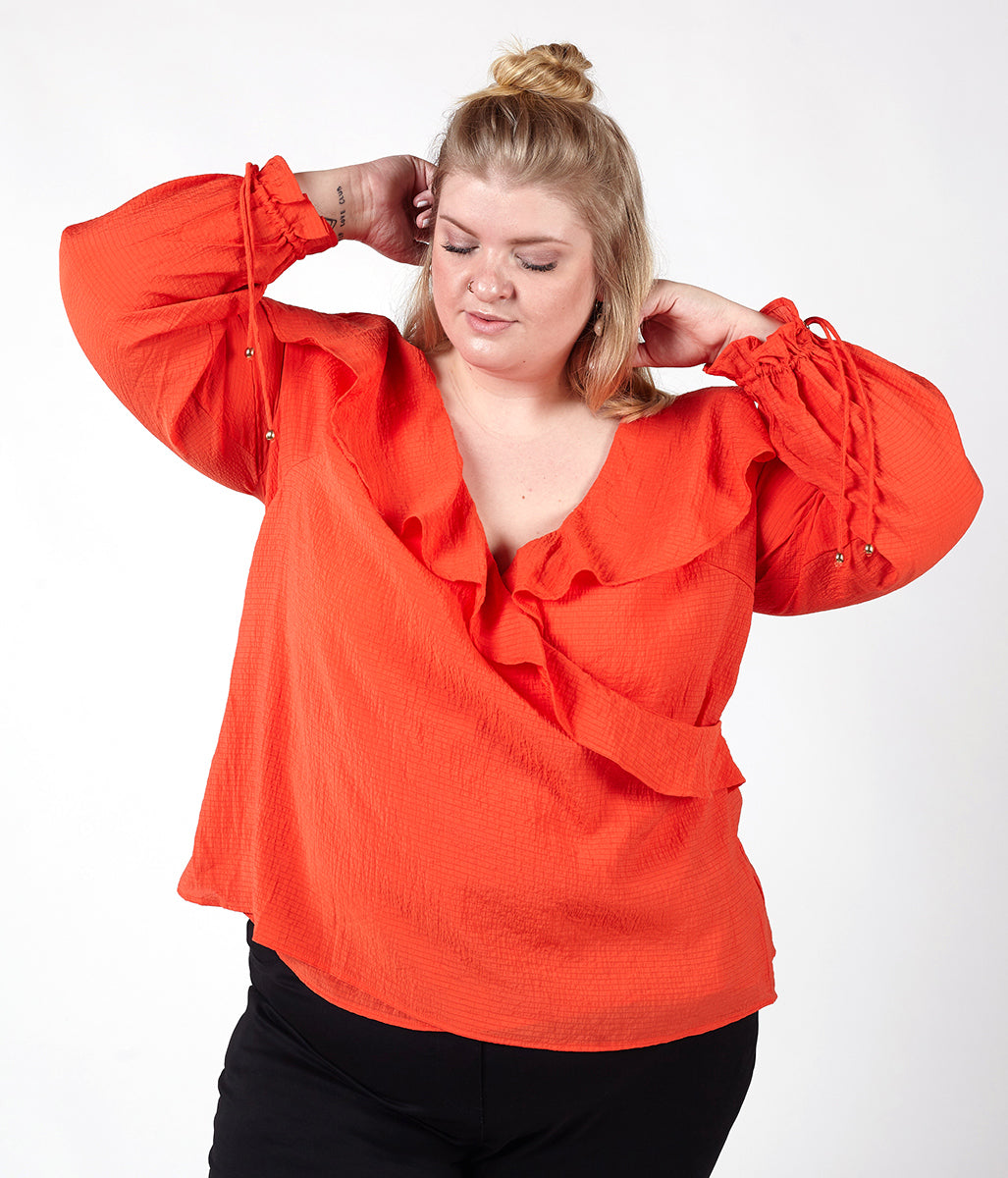 Laden Sie das Bild in den Galerie-Viewer, Favie Curvy Fashion Elvi Wickelbluse Close