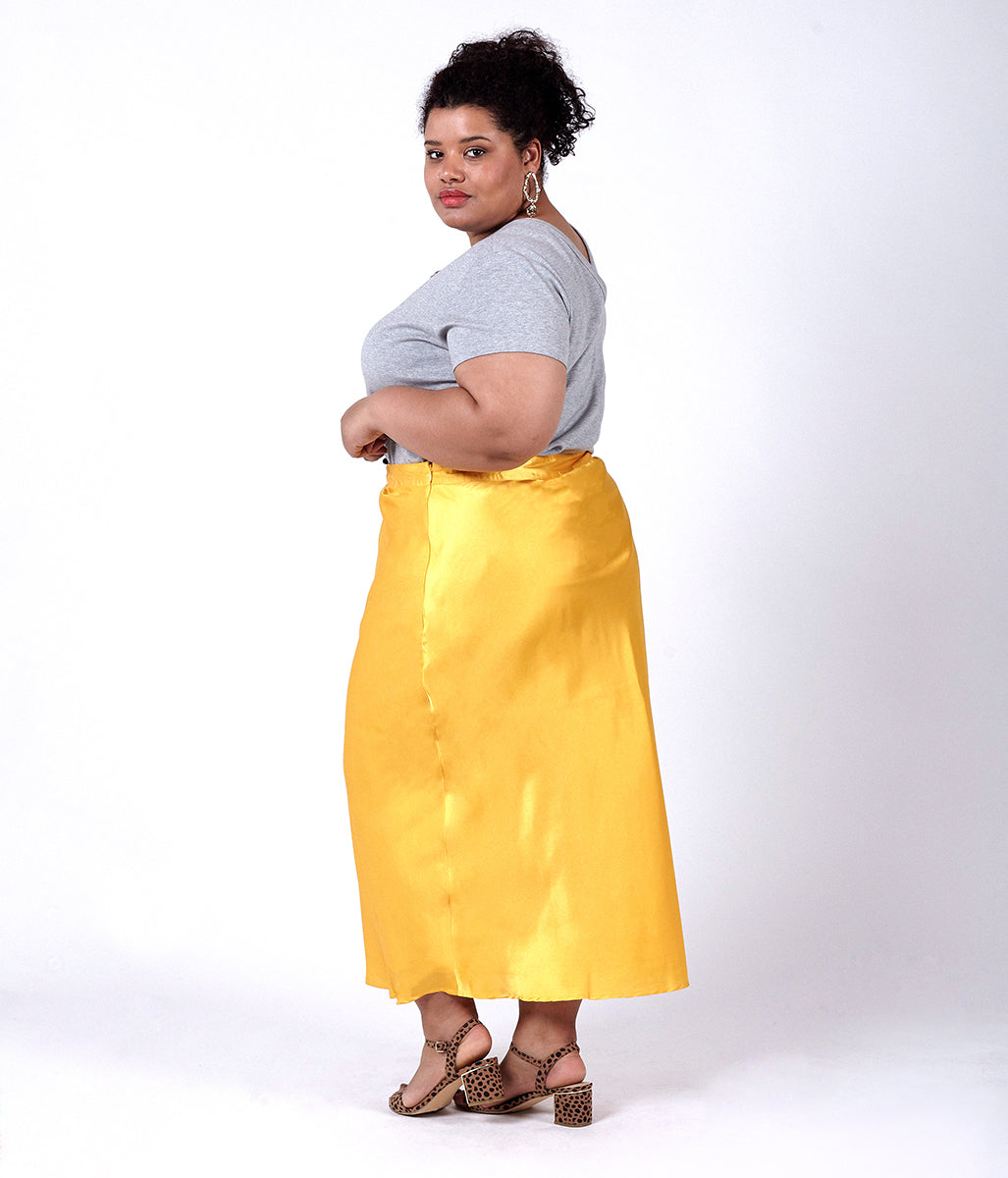 Laden Sie das Bild in den Galerie-Viewer, Favie Curvy Fashion Elvi Rock Rückansicht Plus Size