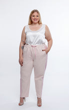 Laden Sie das Bild in den Galerie-Viewer, Favie Curvy Fashion Jogginghose Front