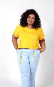 Favie Curvy Fashion T-Shirt und Highwaist-Jeans Close