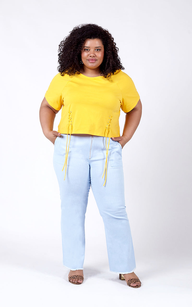 Favie Curvy Fashion Highwaist-Jeans und T-Shirt