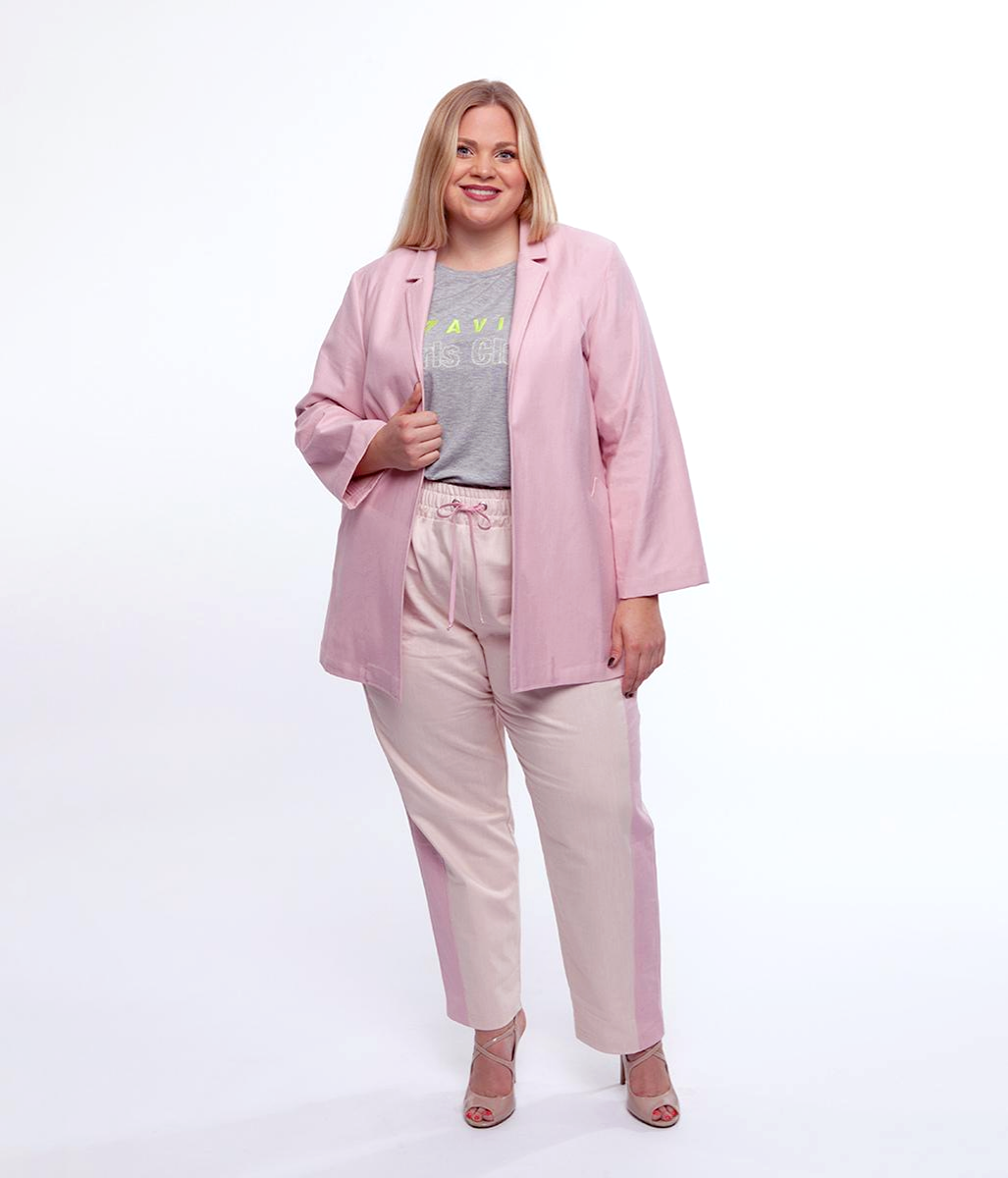 Laden Sie das Bild in den Galerie-Viewer, Favie Curvy Fashion Blazer Vorderansicht Plus Size