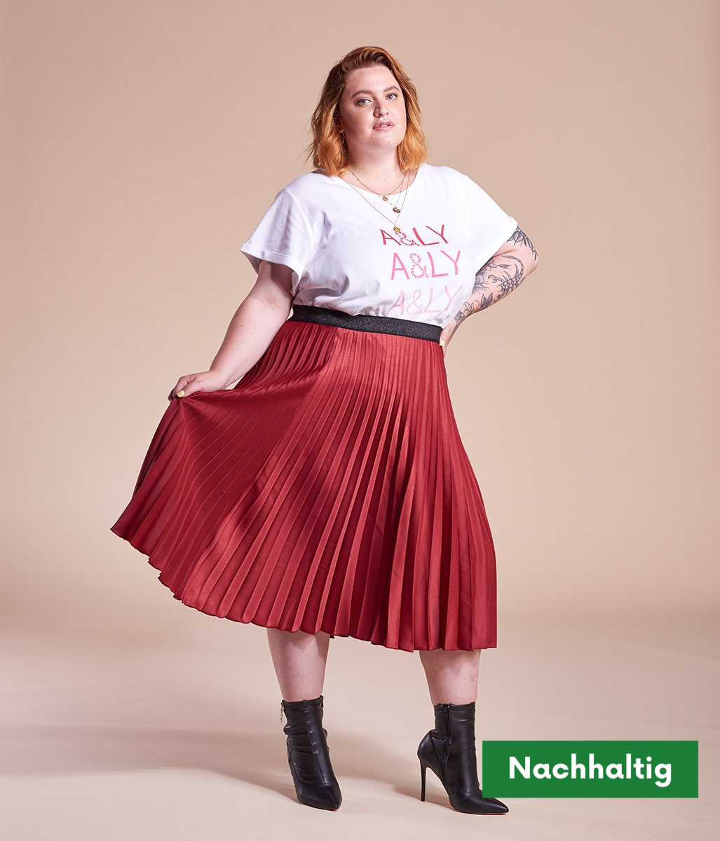 Laden Sie das Bild in den Galerie-Viewer, Favie Curvy Fashion A&LY Plissee-Rock rot Plus Size Vorderansicht