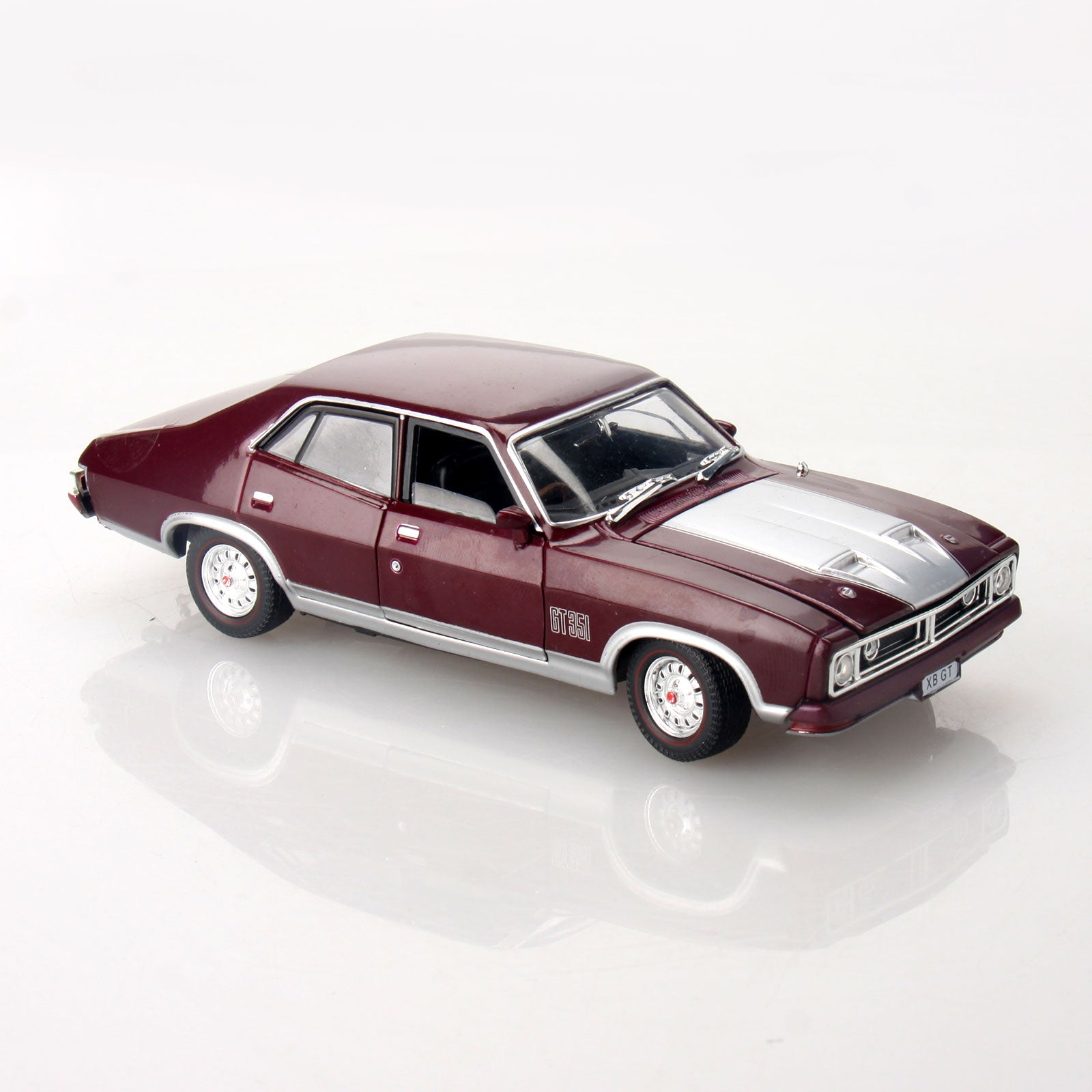 Ford Falcon Xb Gt >> Details About Ford Falcon Xb 351 Gt Sedan 1 32 Scale Aussie Classic Diecast Mulberry Model Car