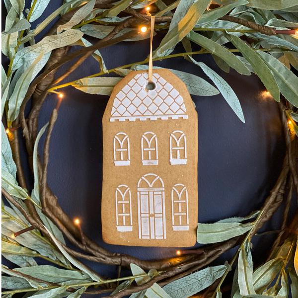 Hanging Gingerbread House Biscuit