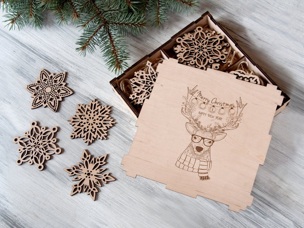 Christmas Ornaments Reindeer Gift Holiday Gift Wooden Snowflakes Christmas Decorations Family Gift Christmas Tree Ornaments in Wooden Box