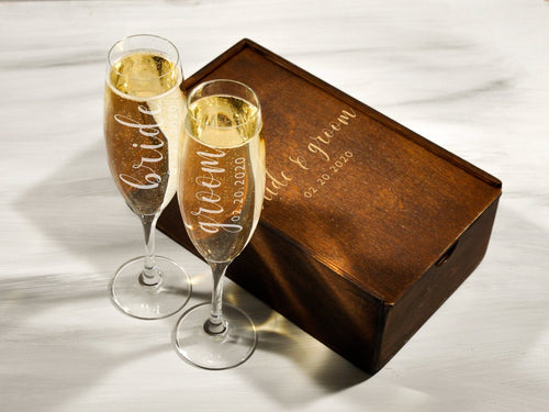 Set of 2 Wedding Champagne Glasses Gift Couple Personalized Wedding Flutes Mr and Mrs Glasses Anniversary Gift Custom Groom Bride Glasses