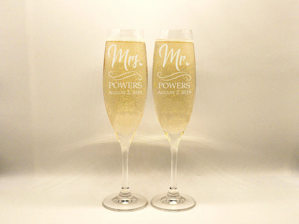 Personalized Mr and Mrs Wedding Flutes Champagne Toasting Glasses Couple Gift Champagne Flutes Engagement Gift Groom Bride Toasting Glasses