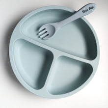 Load image into Gallery viewer, Silicone suction divided plate with fork
