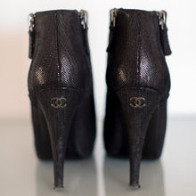 Load image into Gallery viewer, BOTTINES EN CUIR IRISÉ CHANEL