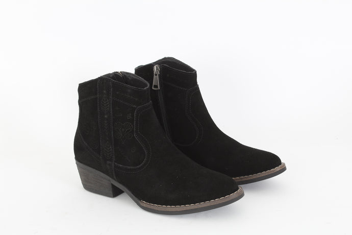 TOP 3 Low suede ankle boots