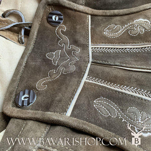 "Front details of authentic Bavarian Lederhosen for men with traditional suspenders - dark brown, knee long leather trousers ""Karl""-Bavari Shop"