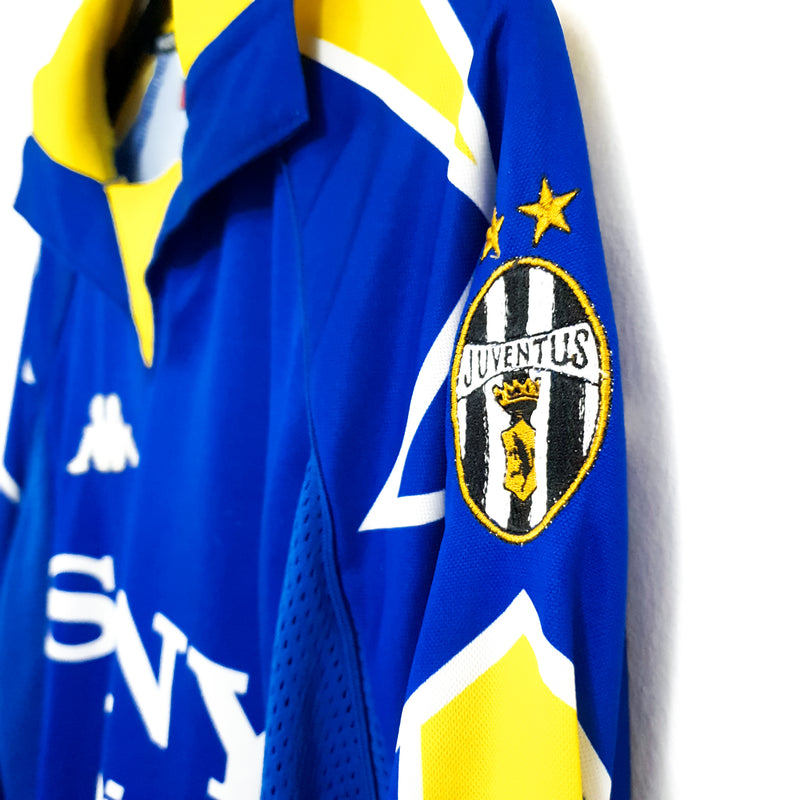 Juventus alternate football shirt 1997/98