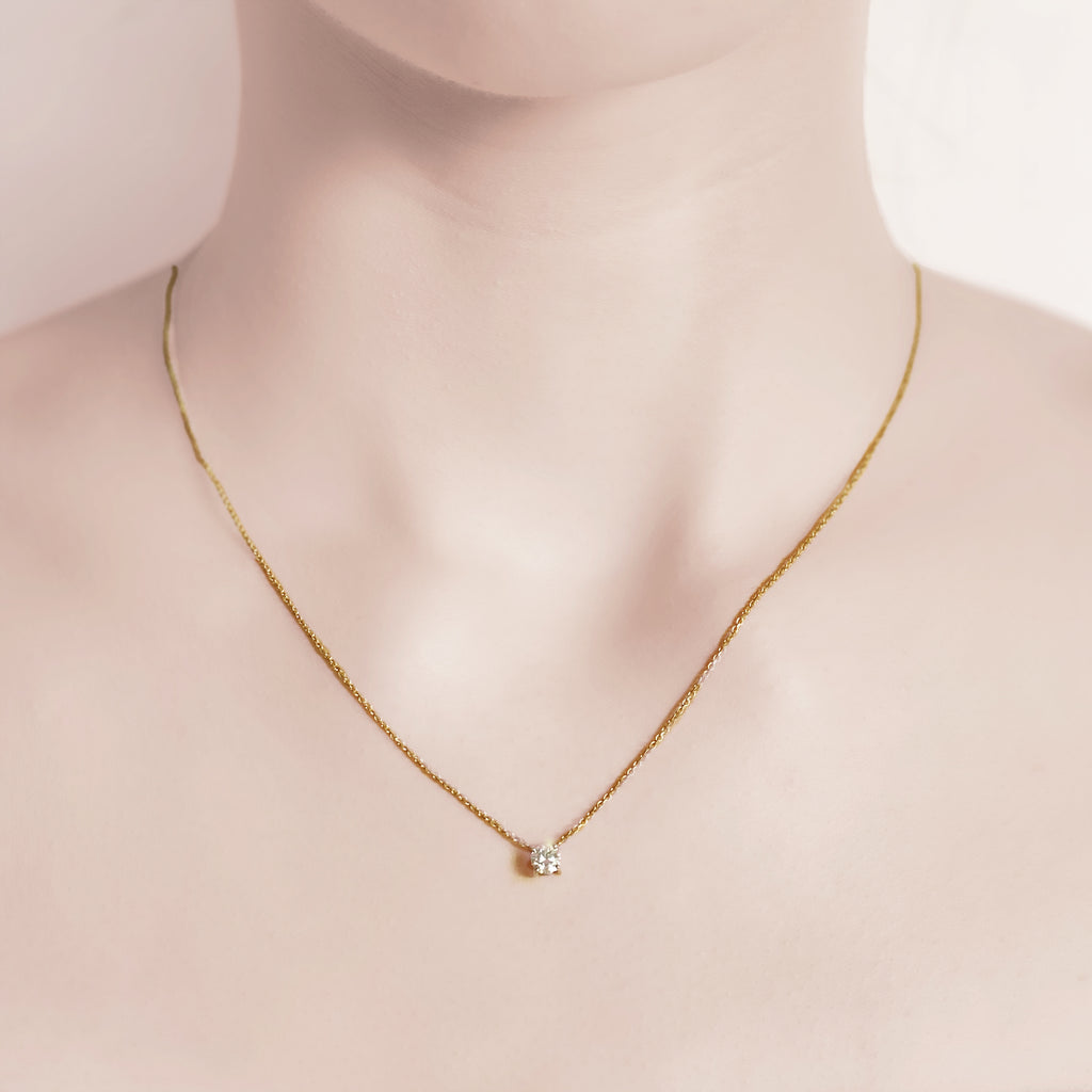 Pure Diamonds essential gold necklace with a 0.24 carat brilliant
