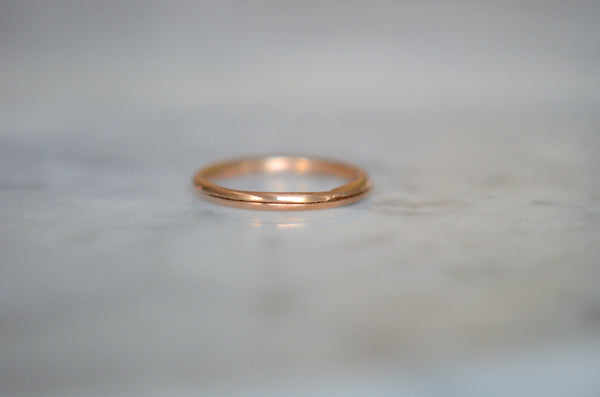 Smooth Rosy Gold Split Ring