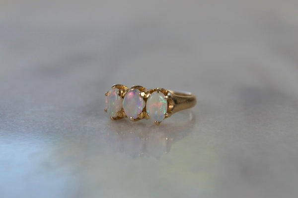 Lively Vintage Opal Trilogy Ring