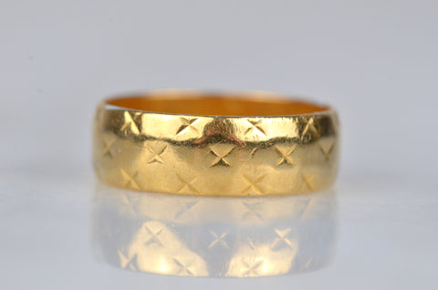 Rich Midcentury Quilted 22k Band