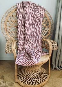 Summer blanket | Cream and fuchsia pink flowers & zig zag pattern