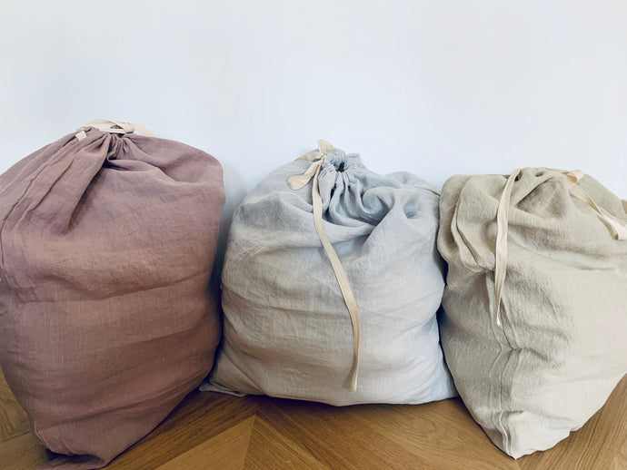 Linen laundry bag which is stonewashed for maximum softness. Size is 62x75cm. Use them for laundry, toys or anything you would like to stow in a stylish way.