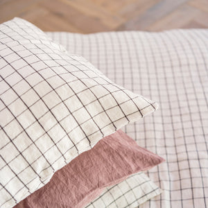 Pillowcase | 50x50 | Charcoal grid