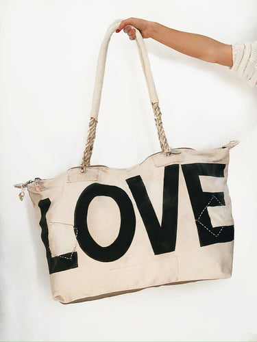 TRAVEL FAVORITE! | Ali Lamu | Weekend bag | Cream | LOVE in black