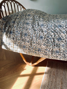 Quilted blanket | Cream with blue and grey print