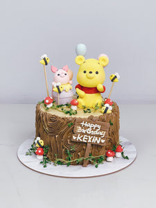 Pooh and Piglet Garden Woodstump Cake