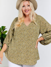 Load image into Gallery viewer, Curvy Woodland Floral Blouse