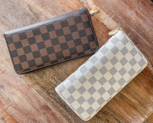 Load image into Gallery viewer, Checkered Wristlet