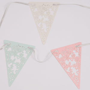 Pastel coloured lovebirds bunting