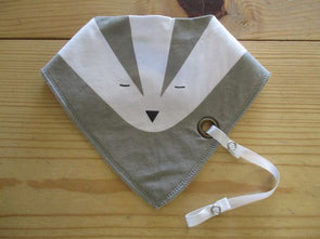 color_gray Bib
