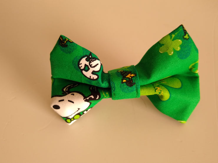 Happy St. Patrick's Day on Dark Green Background Bow Tie