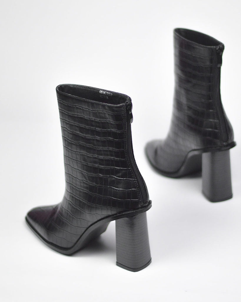 ALESHA - western ankle boots in black snake print - QUANTICLO