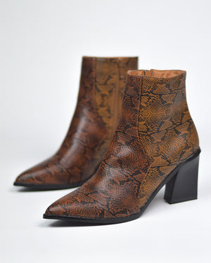 CORAL - western ankle boots in brown + beige snake print - QUANTICLO