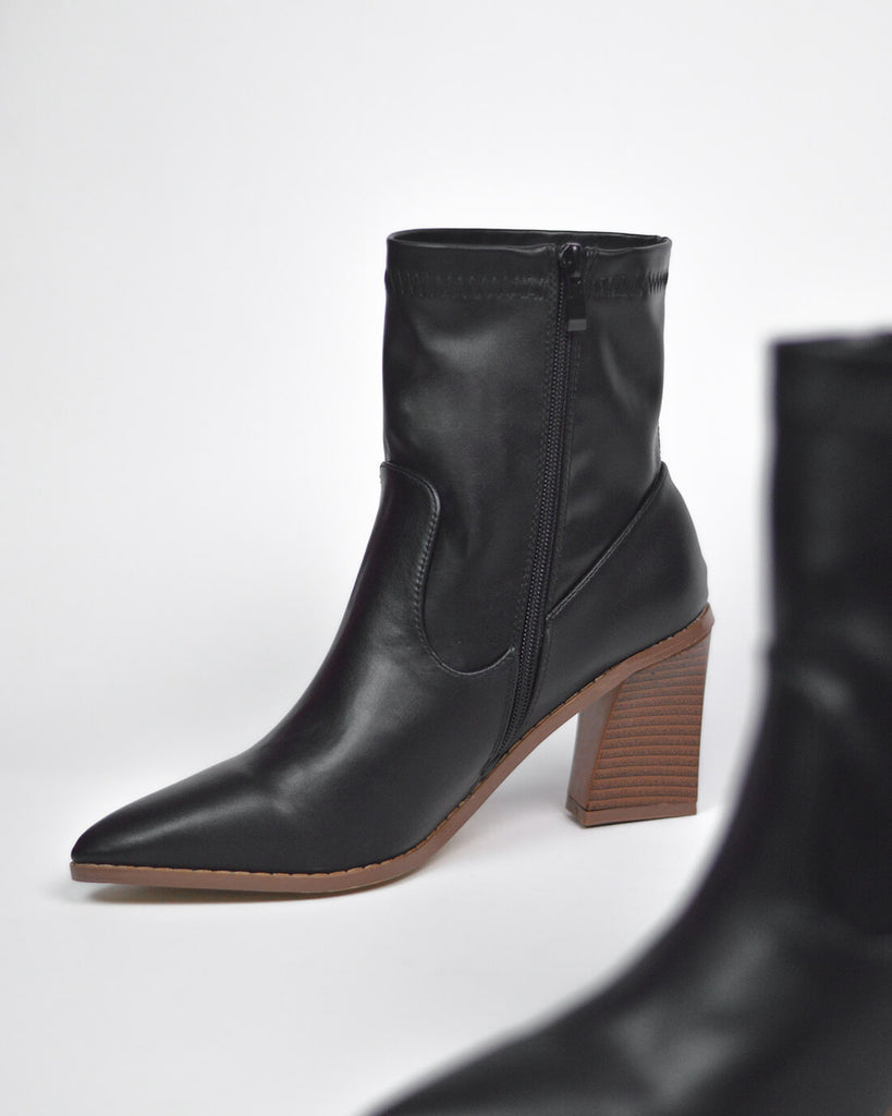 IVORY - western ankle boots in black pu - QUANTICLO