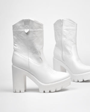 KAY - platform western boots in white - QUANTICLO