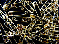 19mm NEWEY JEWEL BRASS COLOURED SAFETY PINS - ThreadandTrimmings