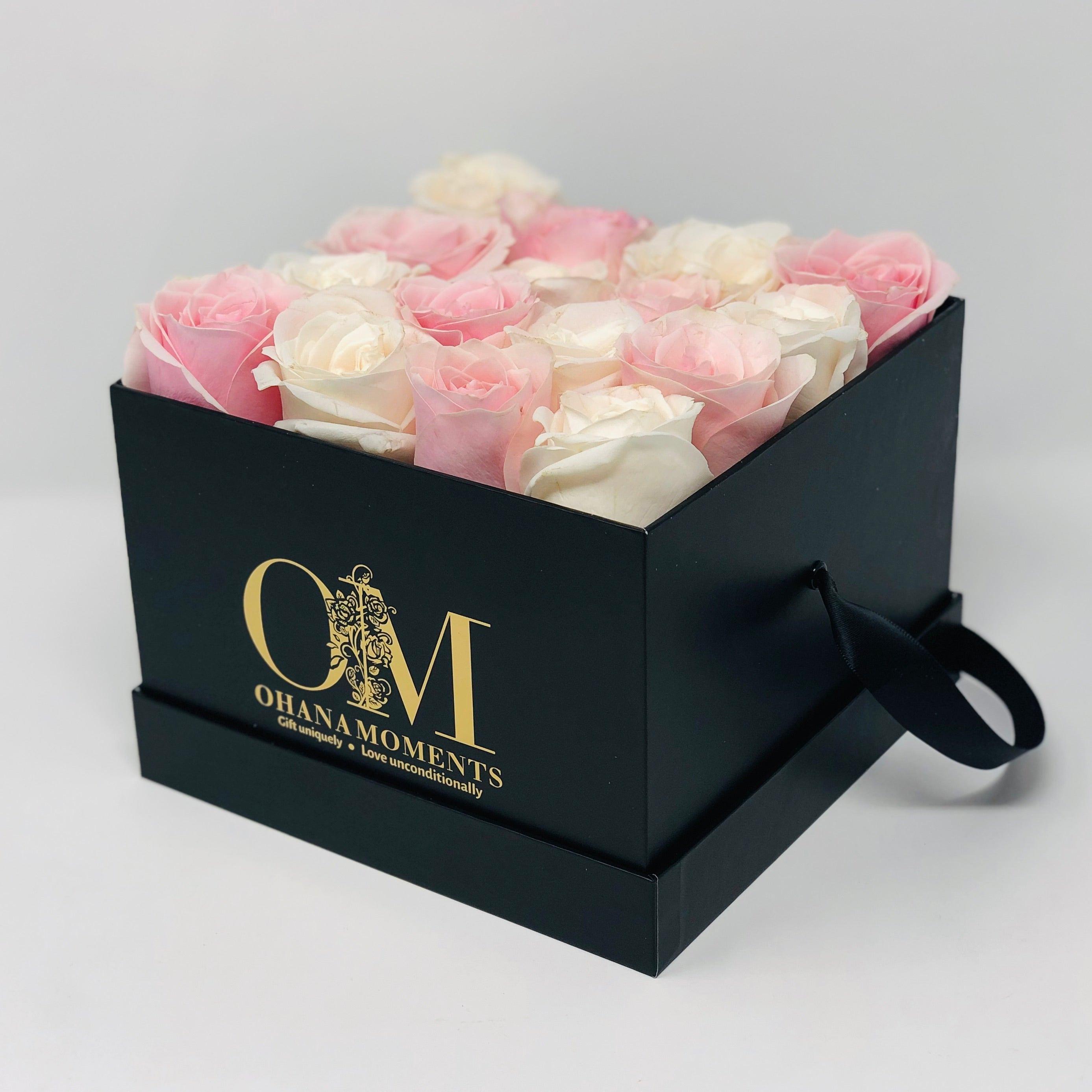 The Mia Forever Rose Box - Medium - Checkered (16 roses)
