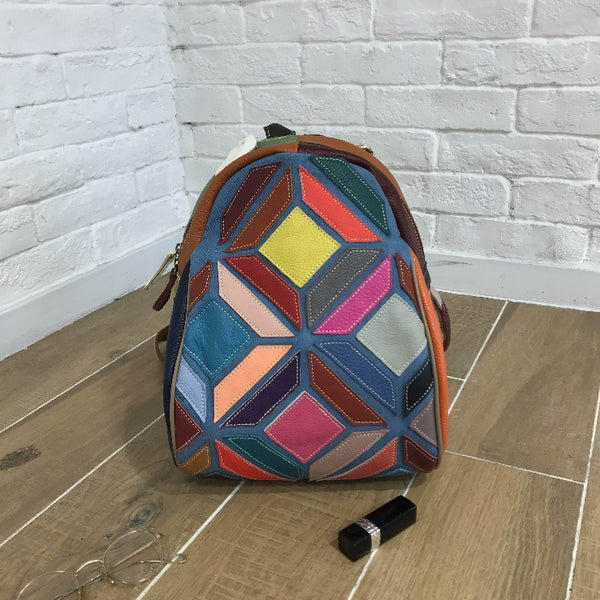 ENVOGUE CAERLIA CASUAL LEATHER BACKPACK IN MULTI COLOR