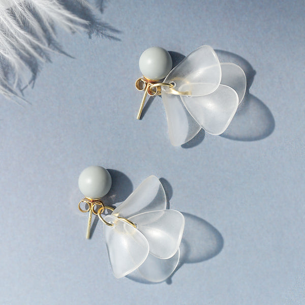 SILVER OF LIFE 925 ASH PEARL EARRINGS WITH FROSTED FLOWERS DESIGN